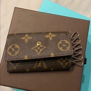 Louis Vuitton 6 key holder